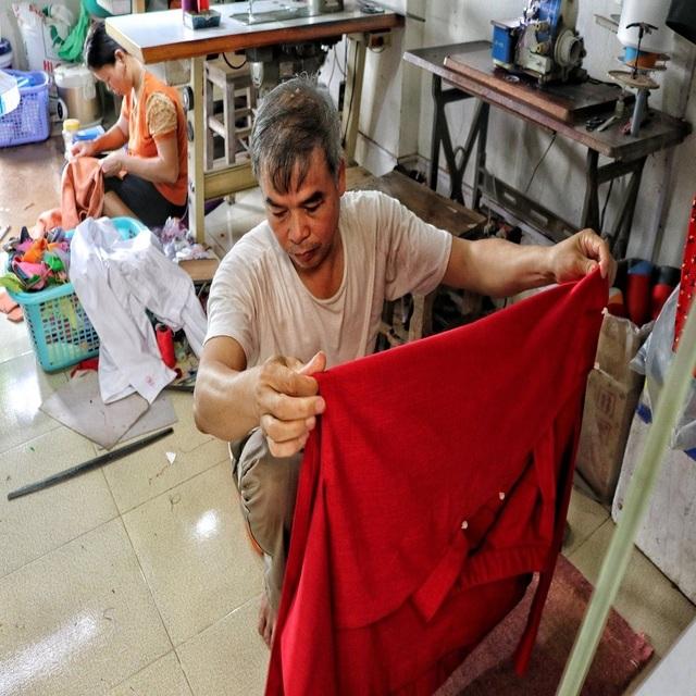 Hà Nội: Độc đáo nơi đàn ông sinh ra để làm nghề may vá - 4