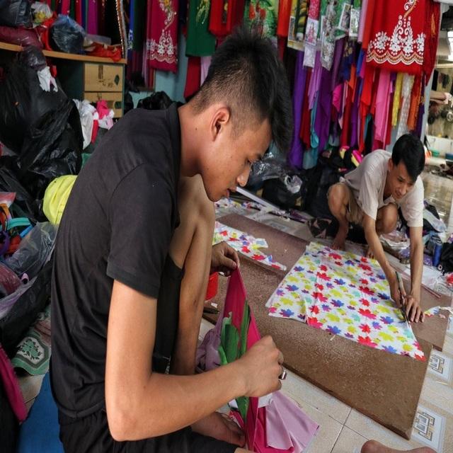 Hà Nội: Độc đáo nơi đàn ông sinh ra để làm nghề may vá - 6