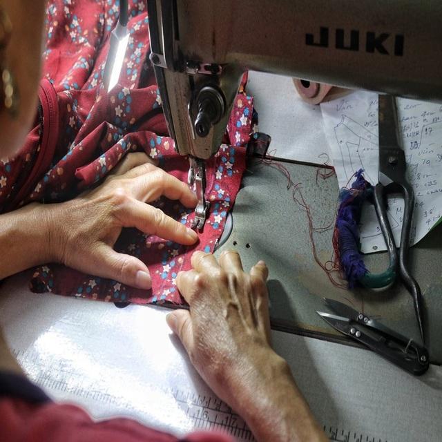 Hà Nội: Độc đáo nơi đàn ông sinh ra để làm nghề may vá - 7