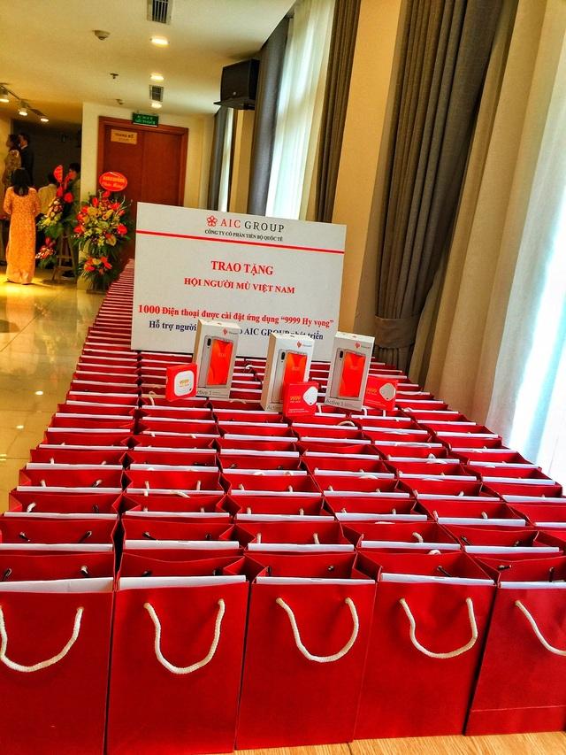 """AIC Group tặng 1.000 điện thoại """"9999 Hy vọng"""" giúp người khiếm thị làm nên điều kỳ diệu - 4"""