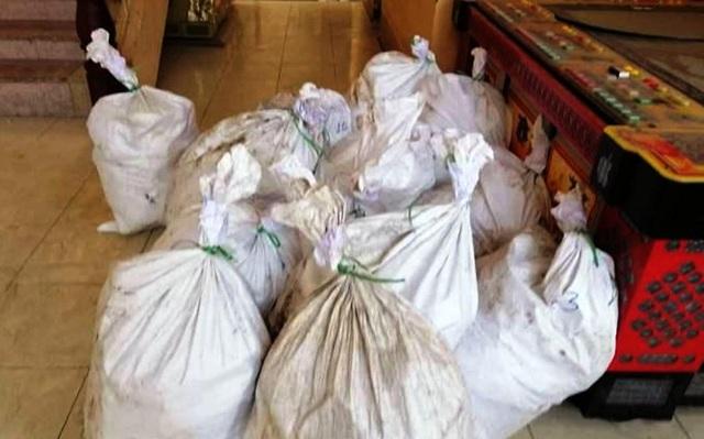 Các bao tải ven đường chứa gần 1 tấn ma túy đá, công an bắt giữ 3 đối tượng - 3