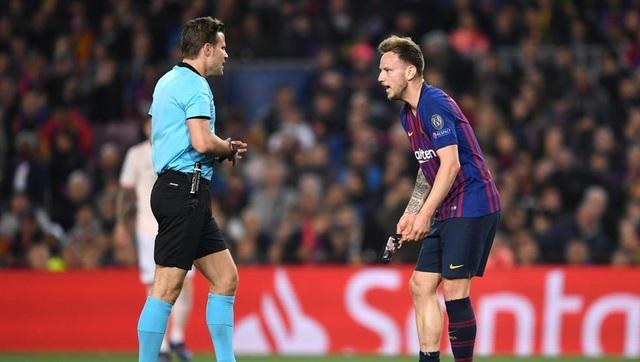 Barcelona 3-0 Man Utd: Lionel Messi chói sáng - 15