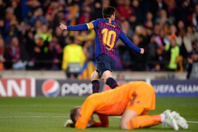 Barcelona 3-0 Man Utd: Lionel Messi chói sáng - 12