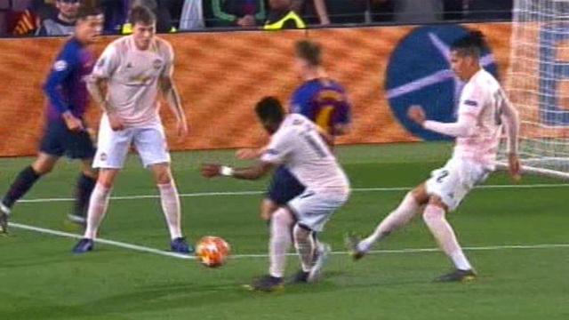 Barcelona 3-0 Man Utd: Lionel Messi chói sáng - 16