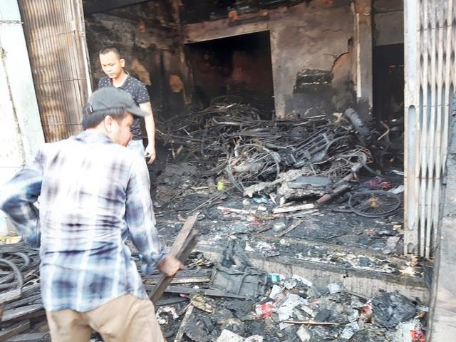 Hình ảnh hiện trường vụ cháy khiến 3 người trong gia đình tử vong - 7