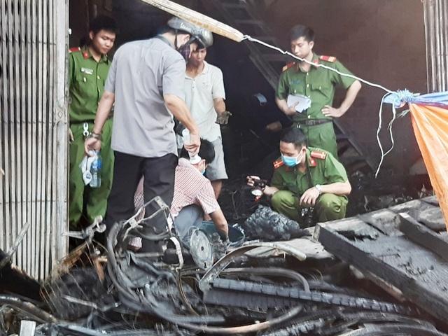 Hình ảnh hiện trường vụ cháy khiến 3 người trong gia đình tử vong - 5