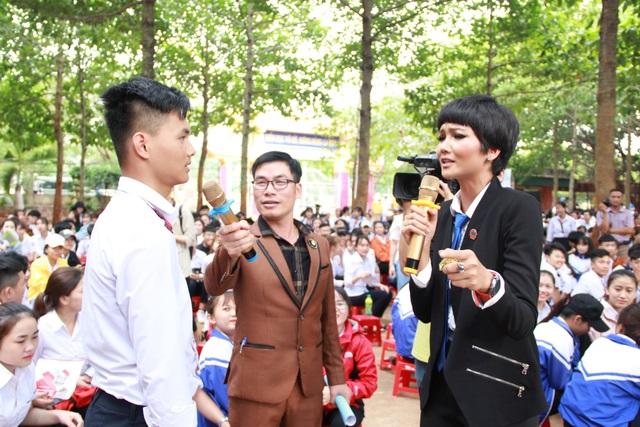 Hoa hậu H'Hen Niê tham gia tư vấn pháp luật về phòng chống bạo lực học đường - 3