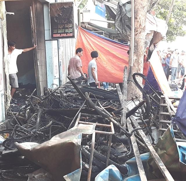 Hình ảnh hiện trường vụ cháy khiến 3 người trong gia đình tử vong - 8