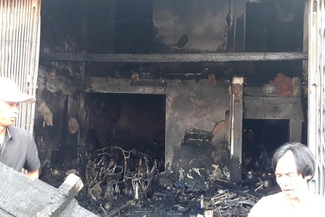 Hình ảnh hiện trường vụ cháy khiến 3 người trong gia đình tử vong - 11