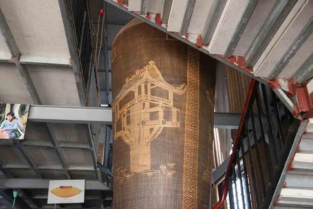 Lộc bình khổng lồ cao hai tầng nhà bằng mây tre đan của nghệ nhân Hà Nội - 8