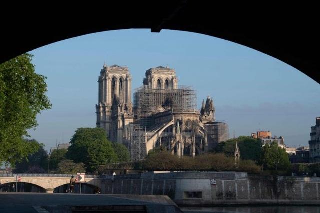 Tranh cãi dữ dội các khoản đóng góp hàng tỷ USD tái thiết Nhà thờ Đức Bà  - 1