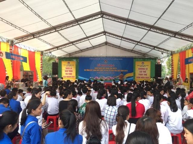 Hàng ngàn người dân, học sinh đến với ngày hội đọc sách - 1