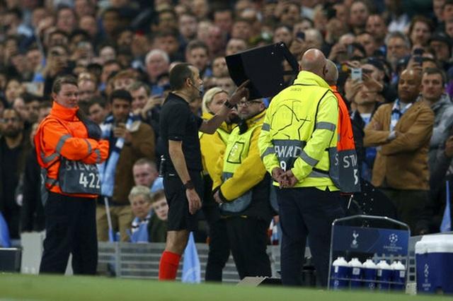 Man City 4-3 Tottenham: Cơn mưa bàn thắng - 6