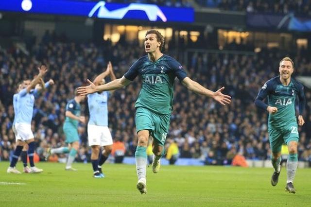 Man City 4-3 Tottenham: Cơn mưa bàn thắng - 7