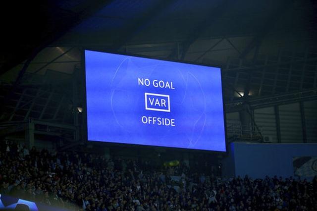 Man City 4-3 Tottenham: Cơn mưa bàn thắng - 3