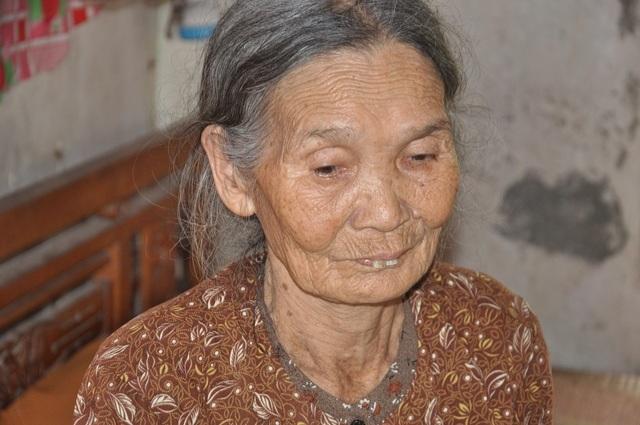 Cám cảnh cụ Rịu ở tuổi 80 vẫn phải đi nhặt rác kiếm tiền nuôi chồng con - 7