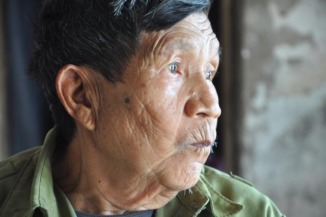 Cám cảnh cụ Rịu ở tuổi 80 vẫn phải đi nhặt rác kiếm tiền nuôi chồng con - 3