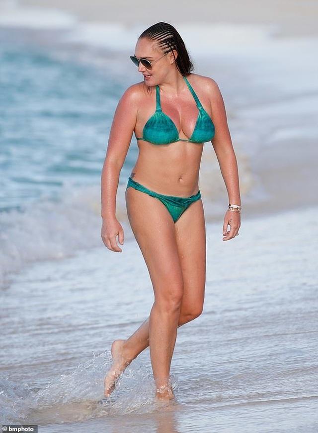 Tamara Ecclestone vui đùa trên biển cùng chồng con - 1