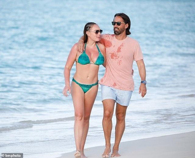 Tamara Ecclestone vui đùa trên biển cùng chồng con - 7