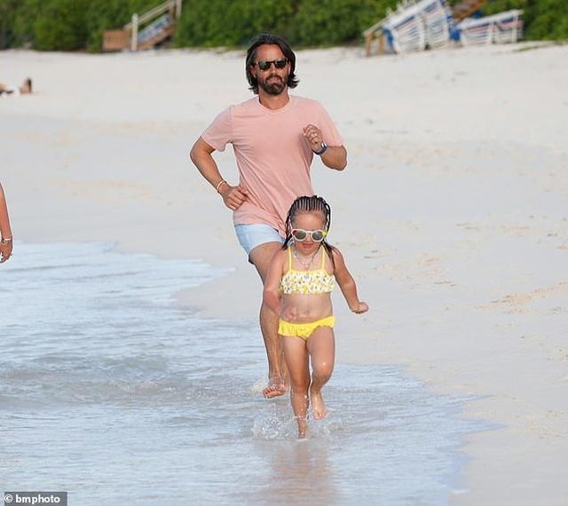 Tamara Ecclestone vui đùa trên biển cùng chồng con - 10