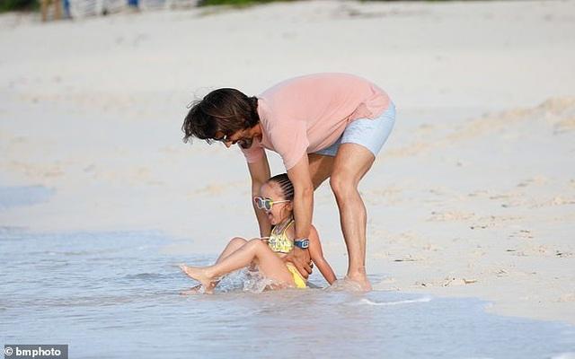 Tamara Ecclestone vui đùa trên biển cùng chồng con - 5