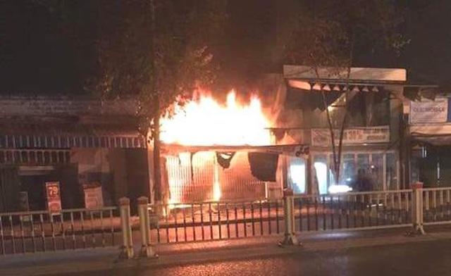 Hình ảnh hiện trường vụ cháy khiến 3 người trong gia đình tử vong - 1