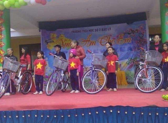 Quyên góp tiền mua xe đạp tặng học sinh nghèo qua những trận bóng - 2