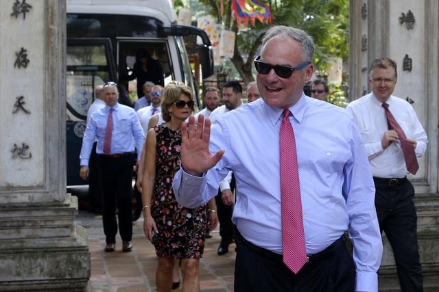 Đoàn nghị sĩ Mỹ thăm Văn Miếu, nhấn mạnh hợp tác song phương với Việt Nam - 1