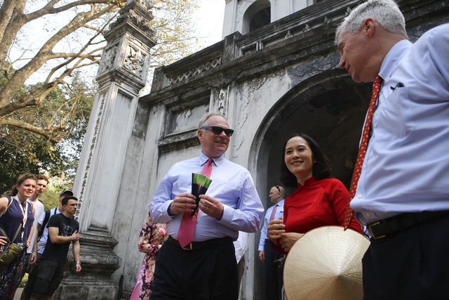 Đoàn nghị sĩ Mỹ thăm Văn Miếu, nhấn mạnh hợp tác song phương với Việt Nam - 2