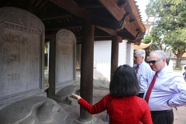 Đoàn nghị sĩ Mỹ thăm Văn Miếu, nhấn mạnh hợp tác song phương với Việt Nam - 3
