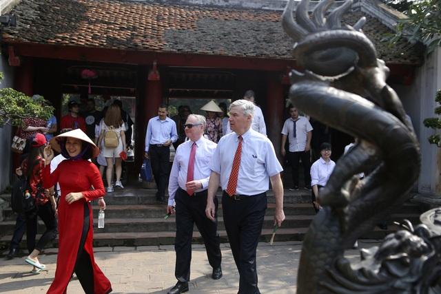 Đoàn nghị sĩ Mỹ thăm Văn Miếu, nhấn mạnh hợp tác song phương với Việt Nam - 4