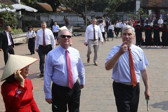 Đoàn nghị sĩ Mỹ thăm Văn Miếu, nhấn mạnh hợp tác song phương với Việt Nam - 7