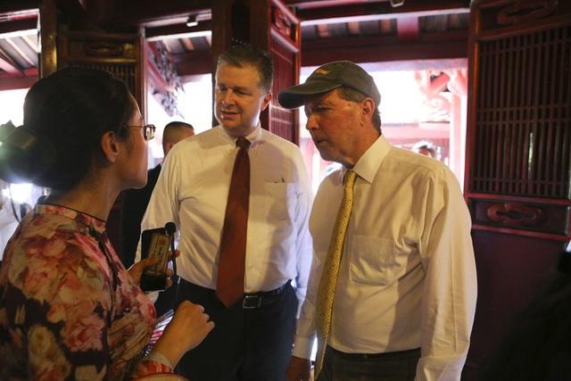 Đoàn nghị sĩ Mỹ thăm Văn Miếu, nhấn mạnh hợp tác song phương với Việt Nam - 8