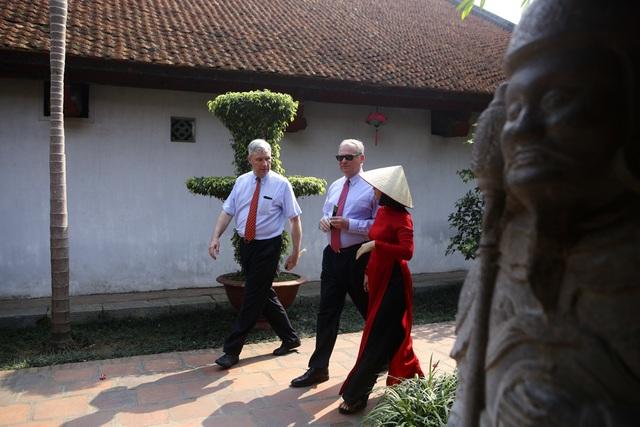 Đoàn nghị sĩ Mỹ thăm Văn Miếu, nhấn mạnh hợp tác song phương với Việt Nam - 6