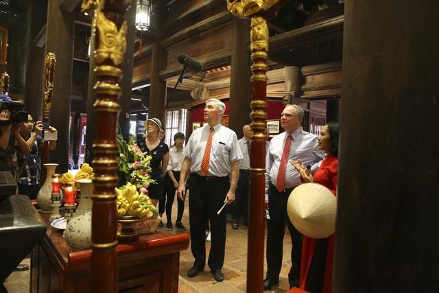 Đoàn nghị sĩ Mỹ thăm Văn Miếu, nhấn mạnh hợp tác song phương với Việt Nam - 5