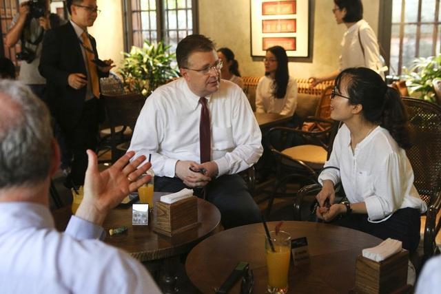 Đoàn nghị sĩ Mỹ thăm Văn Miếu, nhấn mạnh hợp tác song phương với Việt Nam - 14