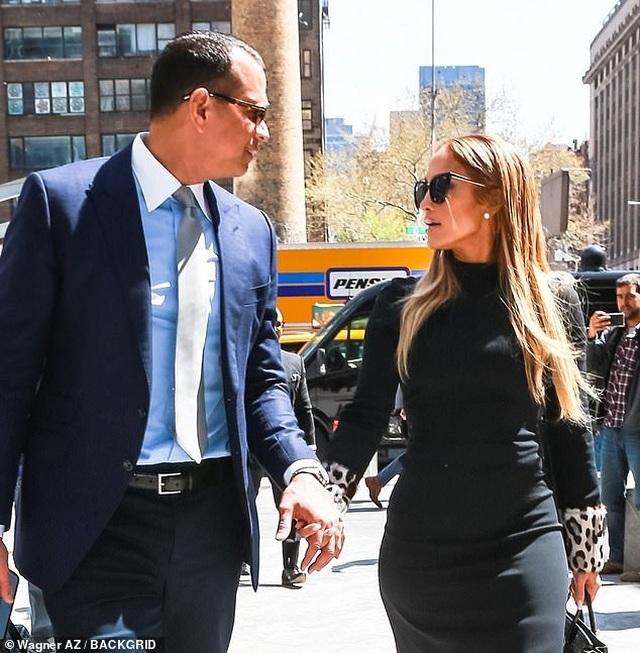 Jennifer Lopez hạnh phúc xuất hiện bên bồ trẻ - 9