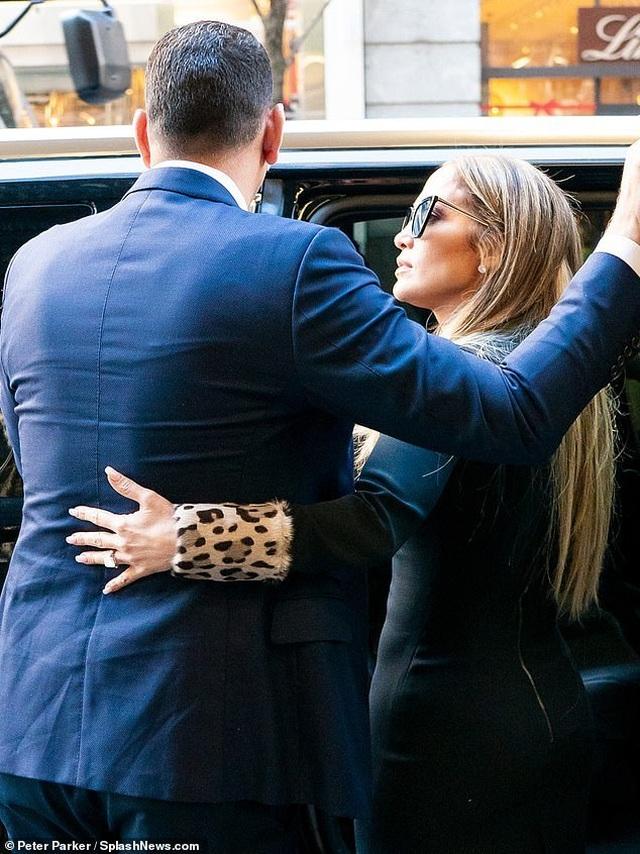 Jennifer Lopez hạnh phúc xuất hiện bên bồ trẻ - 5