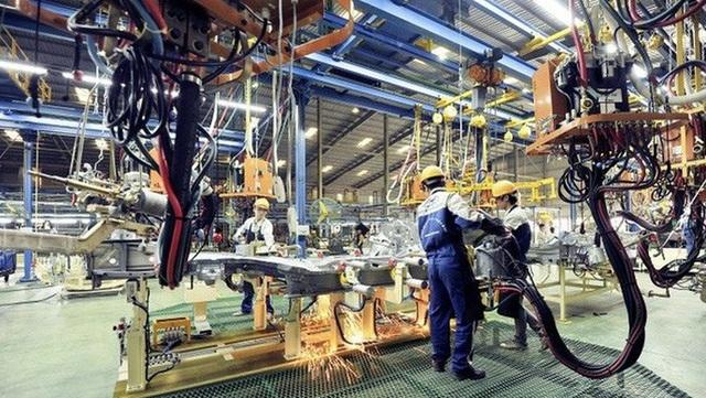 Chính phủ yêu cầu sửa hàng loạt chính sách ưu đãi ngành ô tô - 1