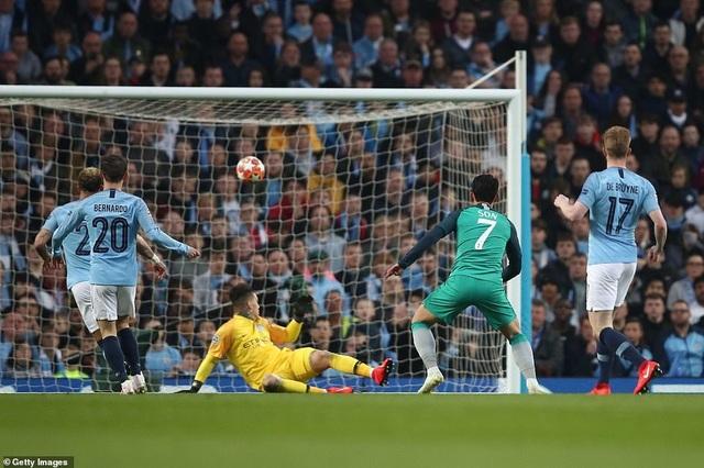 Nhìn lại cơn mưa bàn thắng ở trận đấu giữa Man City và Tottenham - 6