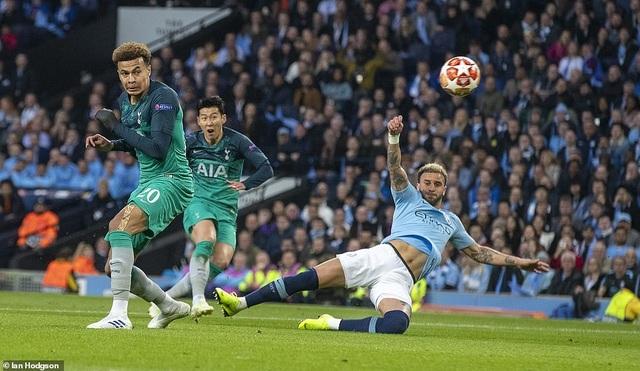 Nhìn lại cơn mưa bàn thắng ở trận đấu giữa Man City và Tottenham - 8