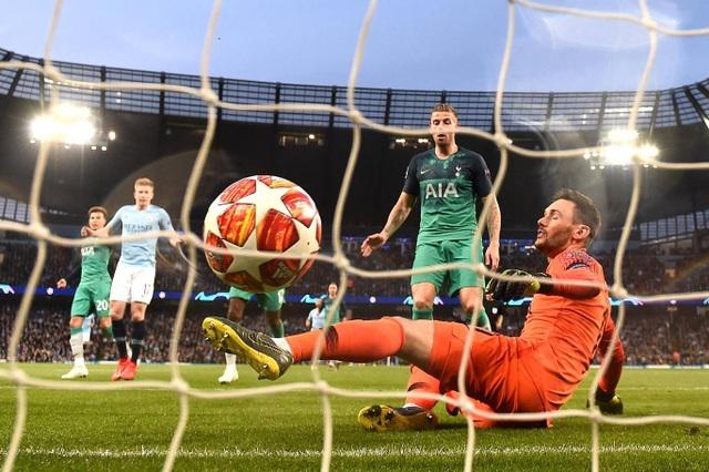 Nhìn lại cơn mưa bàn thắng ở trận đấu giữa Man City và Tottenham - 10
