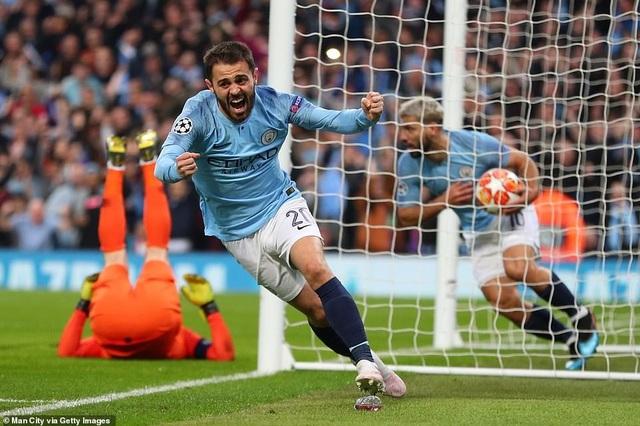 Nhìn lại cơn mưa bàn thắng ở trận đấu giữa Man City và Tottenham - 11