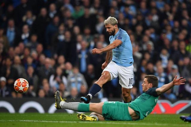 Nhìn lại cơn mưa bàn thắng ở trận đấu giữa Man City và Tottenham - 14