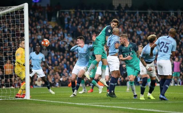 Nhìn lại cơn mưa bàn thắng ở trận đấu giữa Man City và Tottenham - 16