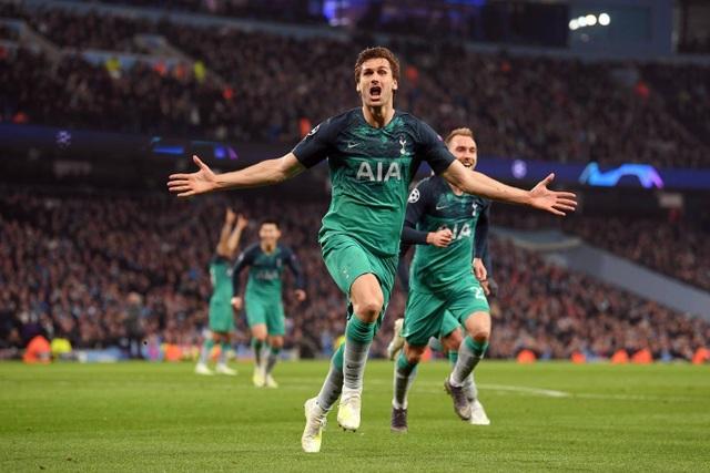 Nhìn lại cơn mưa bàn thắng ở trận đấu giữa Man City và Tottenham - 17