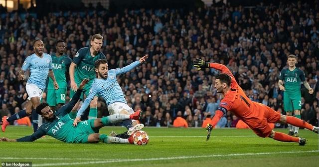 Nhìn lại cơn mưa bàn thắng ở trận đấu giữa Man City và Tottenham - 18