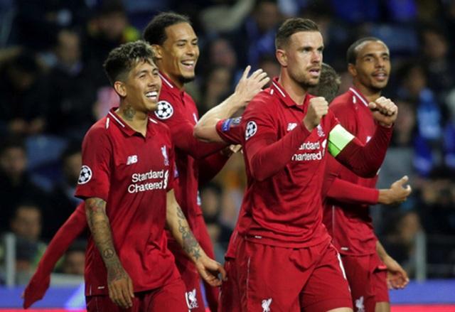 """Ba bóng hồng xinh đẹp """"quẩy"""" nhiệt tình mừng Liverpool đánh bại Porto - 1"""