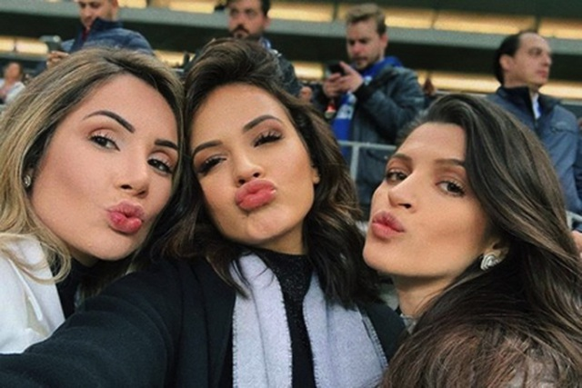 """Ba bóng hồng xinh đẹp """"quẩy"""" nhiệt tình mừng Liverpool đánh bại Porto - 2"""
