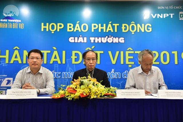 Khởi động Giải thưởng Nhân tài Đất Việt 2019: Sản phẩm đầu tiên được gửi từ Paris - 4